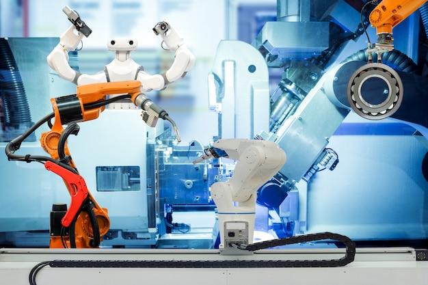 Saldatura robotica industriale, presa del robot e robot intelligente che lavorano su una fabbrica intelligente Foto Premium