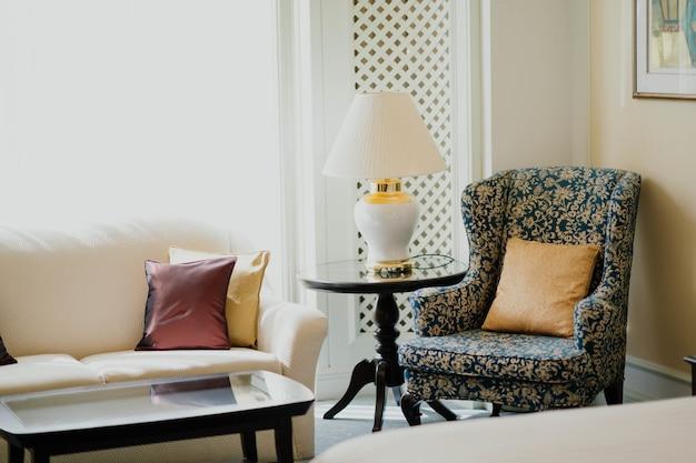 Salotto con mobili antichi Foto Gratuite