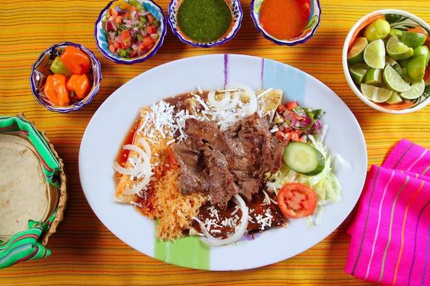 Salsa di peperoncino bisteck alla messicana di manzo alla griglia Foto Premium