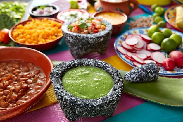 Salsa verde con pomodoro e peperoncino Foto Premium