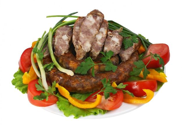 Salsiccia fritta con verdure Foto Premium