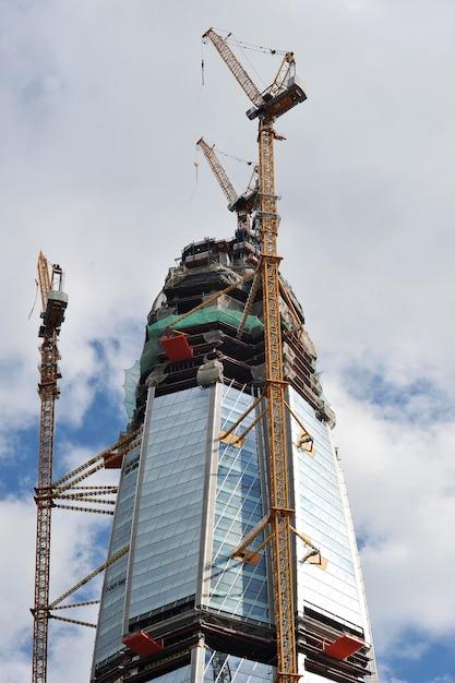 San pietroburgo, russia con il 23 luglio 2017: costruzione del grattacielo del centro di lakhta Foto Premium