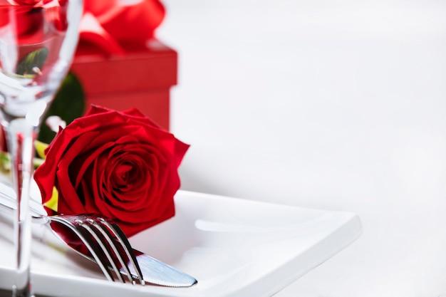 San valentino o concetto romantico della cena, fine su Foto Premium