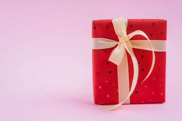 San valentino presente con nastro carino Foto Gratuite