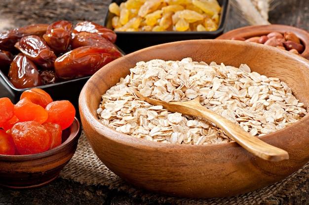 Sana colazione - farina d'avena e frutti di bosco Foto Gratuite