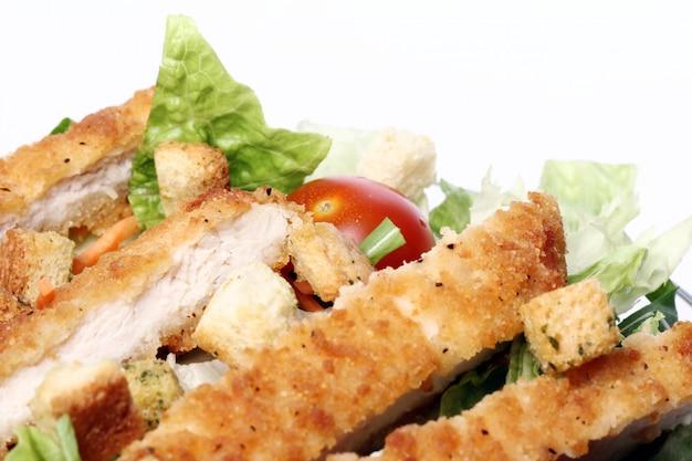 Sana insalata con pollo e verdure Foto Gratuite
