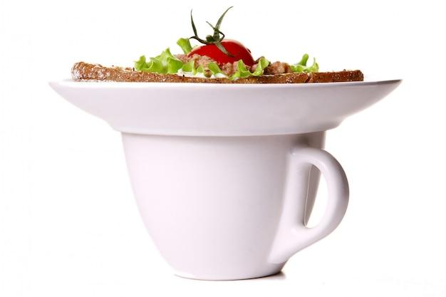 Sanswich fresco con tonno e verdure e caffè Foto Gratuite