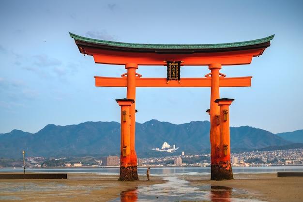 Santuario di itsukushima, miyajiima Foto Premium