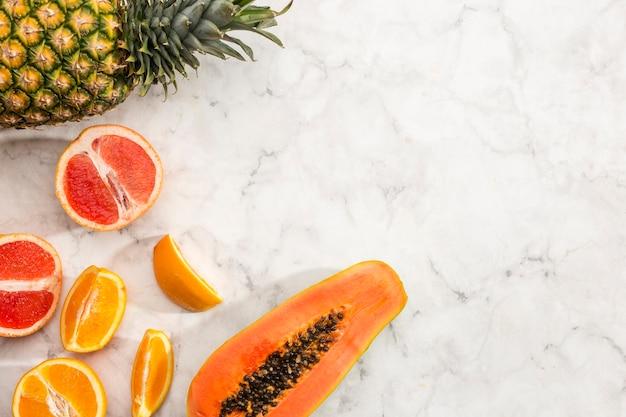 Saporito frutto esotico con spazio di copia Foto Gratuite