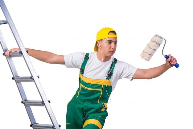 Scala rampicante del giovane pittore riparatore isolata su bianco Foto Premium