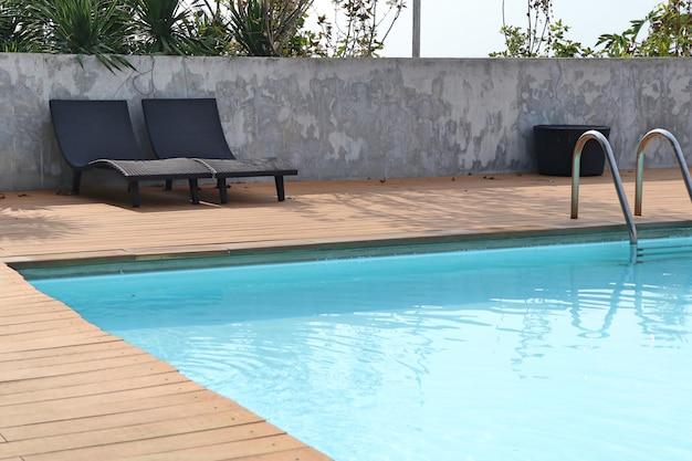 Scale bar scala in piscina Foto Premium