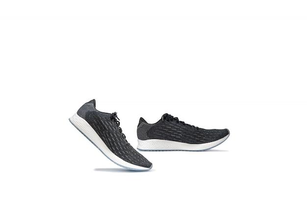 Scarpe correnti della scarpa da tennis di modo isolate su bianco. Foto Premium