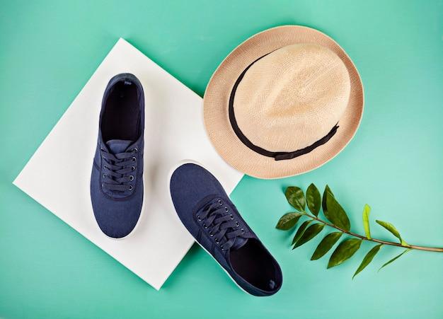 Scarpe da ginnastica blu marine Foto Premium