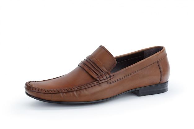 Scarpe di cuoio maschii convenzionali di brown isolate su bianco Foto Premium