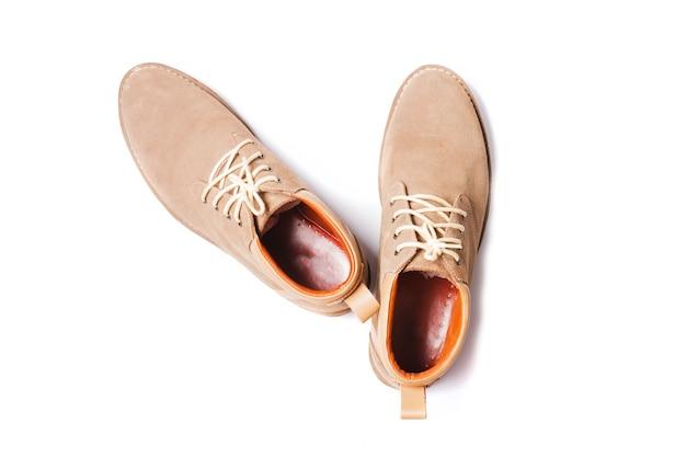 Scarpe moda uomo marrone isolato su sfondo bianco Foto Premium