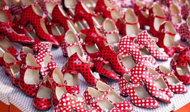 Scarpe rosse zingara con pois Foto Premium