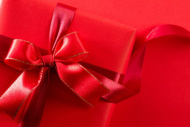 Scatola regalo rossa per natale o compleanno Foto Premium