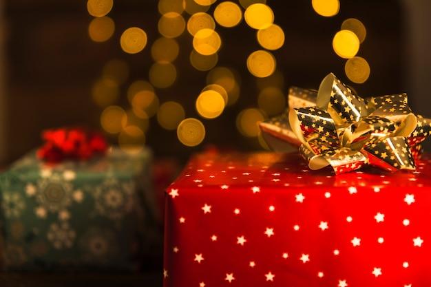 Scatole regalo in carta tesoro con fiocchi Foto Gratuite