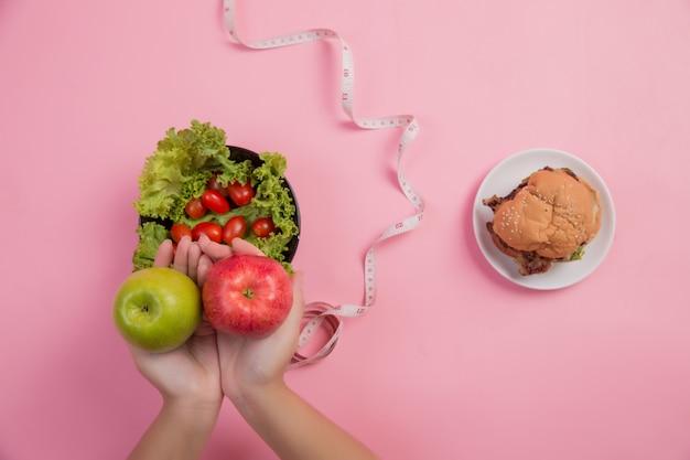 Scegli cibi che sono benefici per il corpo Foto Gratuite