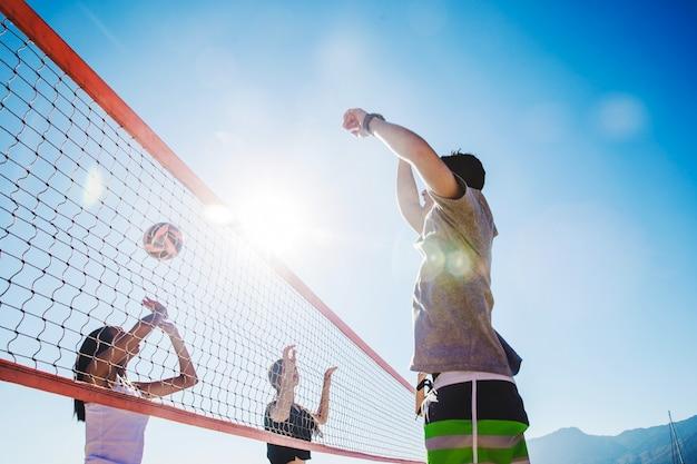 Scena di beach volley con effetto bokeh Foto Gratuite
