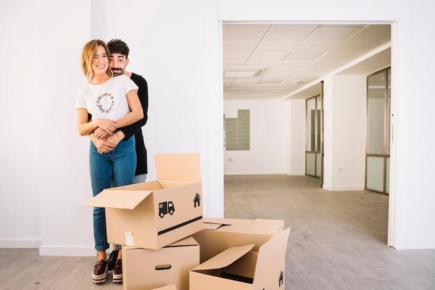 Scena di movimento con giovane coppia Foto Gratuite