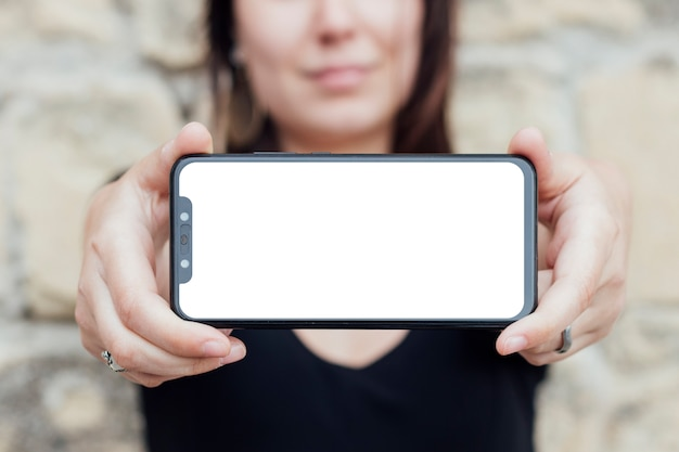 Schermo dello smartphone in attesa di una persona Foto Gratuite