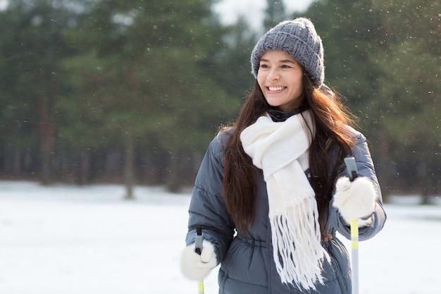 Sciare in nevicate Foto Gratuite