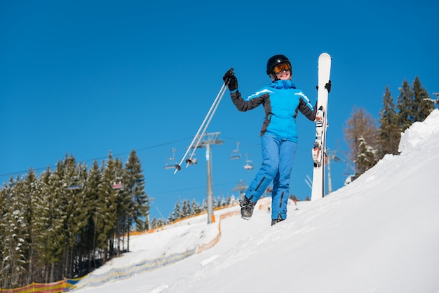 Sciatore donna divertirsi Foto Premium