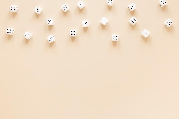 Scienza delle probabilità di dadi disposizione vista dall'alto Foto Gratuite