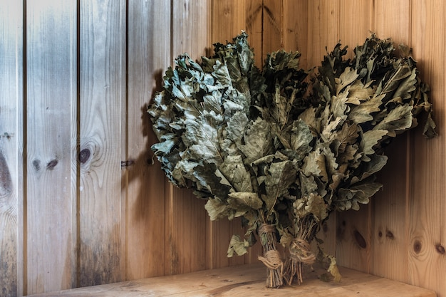 Scopa di quercia nella sauna Foto Premium