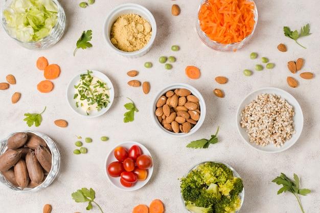 Scorri la disposizione dell'assortimento di alimenti sani in una ciotola Foto Gratuite