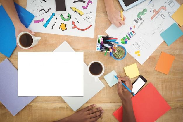 Scrivania con documenti scaricare foto gratis - Escritorio mesa de trabajo ...