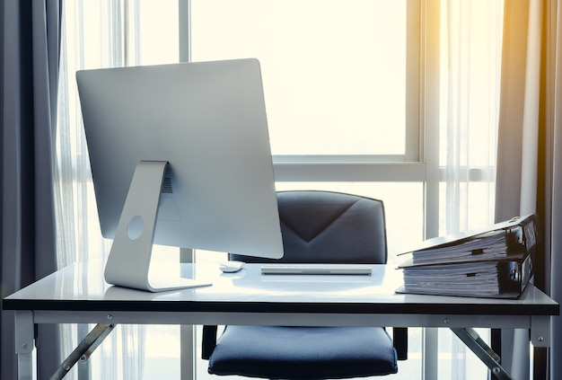 Scrivania Da Ufficio Con Computer Desktop Tazza Di Caffè E