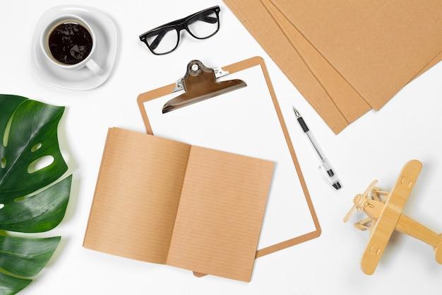 Scrivania in bianco con lo spazio della copia per il vostro testo, vista dall'alto, Foto Premium