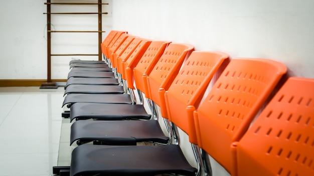 Sedie pubbliche in sala d'attesa Foto Premium