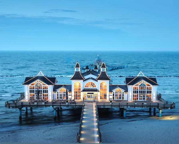 Seebrucke sellin sull'isola ruegen in germania Foto Premium