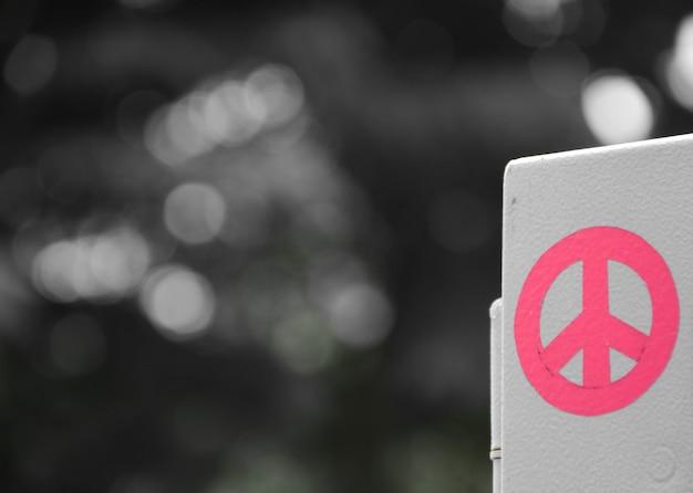 Segno di pace rosa Foto Premium