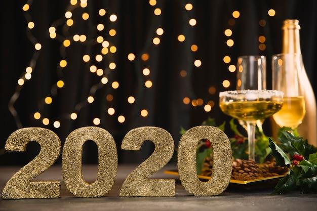 Segno di vista frontale con il numero del nuovo anno Foto Gratuite
