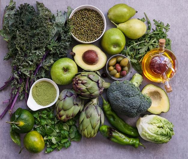 Selezione di cibo verde salutare per vegetariani Foto Premium