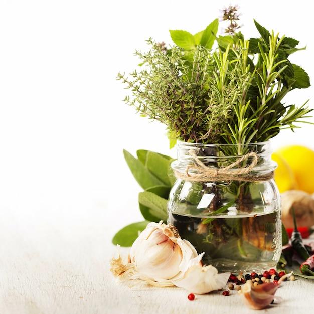 Selezione di erbe e spezie, da vicino Foto Premium