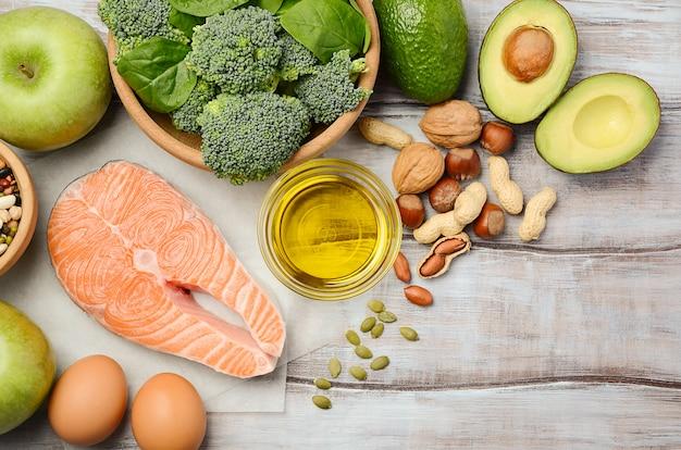 Selezione di prodotti sani. concetto di dieta equilibrata. Foto Premium