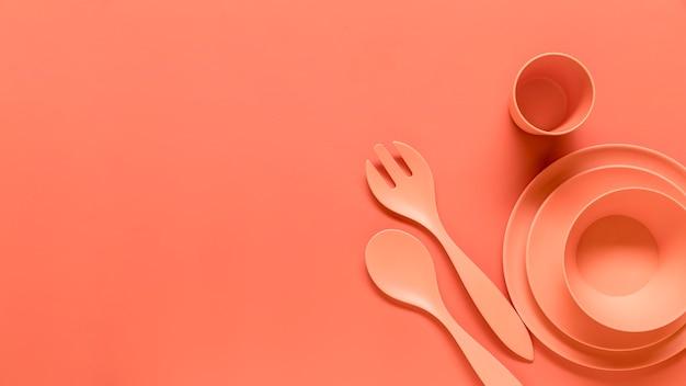 Set da tavola durevole in plastica arancione Foto Gratuite