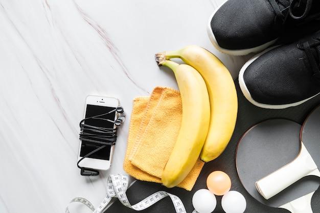 Set di stile di vita sano e attrezzature sportive Foto Gratuite