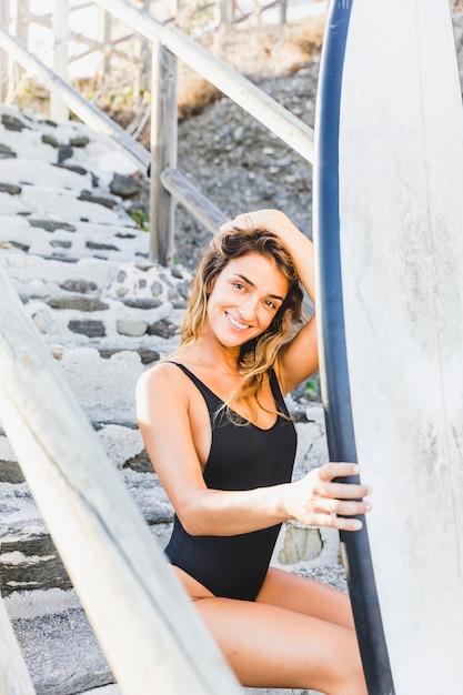 Sexy ragazza surfista Foto Gratuite