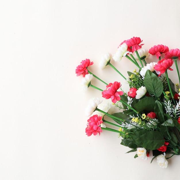 Sfocatura floreale sfondo multiuso per anniversari, matrimoni, compleanni o altre celebrazioni Foto Premium