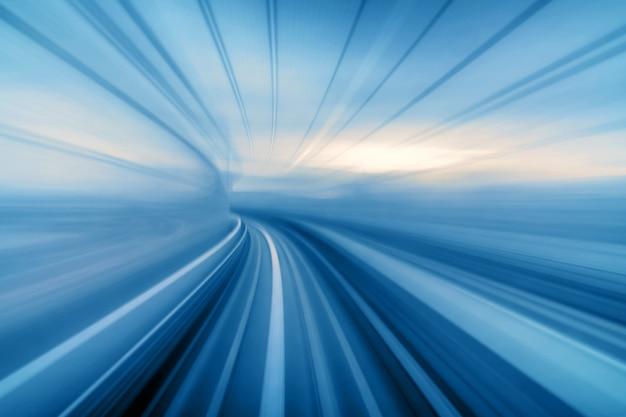 Sfocatura movimento astratto del treno tokyo treno yurikamome linea in movimento tra tunnel a tokyo Foto Premium