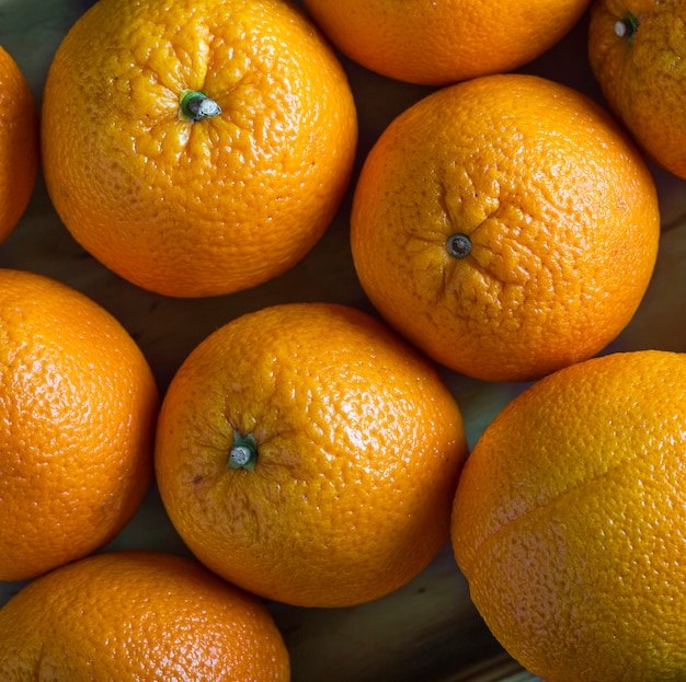 Sfondo arancione. primo piano di arance mature Foto Premium