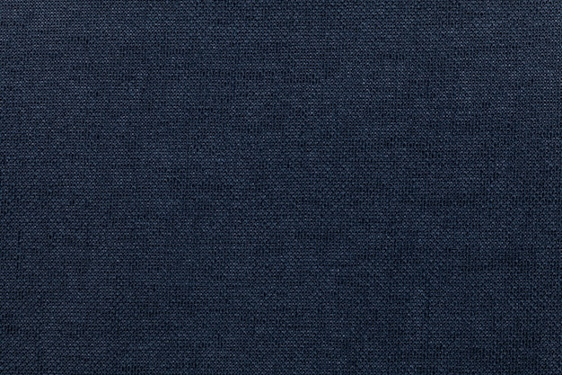 Sfondo blu scuro da un materiale tessile. tessuto con trama naturale. scenografia. Foto Premium