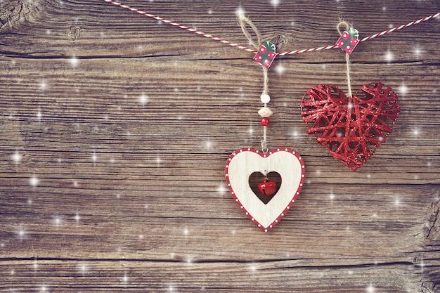 Sfondo di natale decorazione di natale su fondo in legno vecchio. copia spazio, tonica Foto Premium