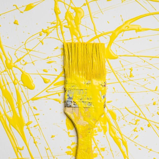 Sfondo di pennello con spruzzi di colore Foto Gratuite